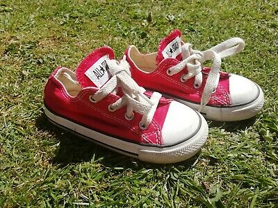 Infant Converse all star Size 8 Girls Boys red canvas shoes trainers