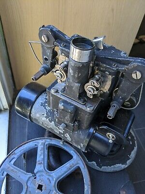 Bell & Howell Cine autometic Projector with hard case not tested