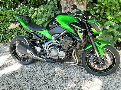Kawasaki Z900 in green and black only 2000 miles.