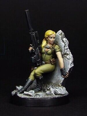 Statuesque Miniatures - Poppy Come-Lately