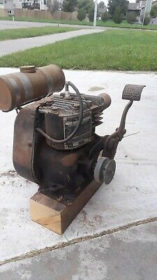 Antique Vintage Briggs & Stratton Model WMB Cast Iron Gasoline Engine.