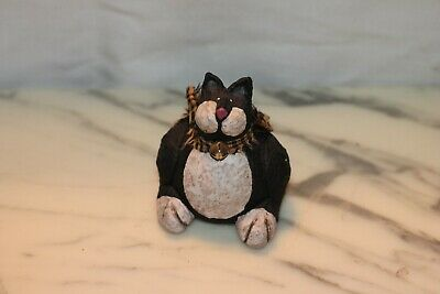 Blossom Bucket Cat figurine - black and white 3""