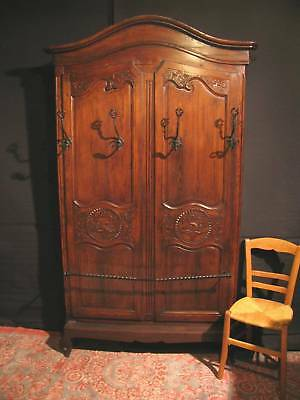 superbe armoire bonnetiere louis xv provencale 19e patinee a l 39 ancienne. Black Bedroom Furniture Sets. Home Design Ideas