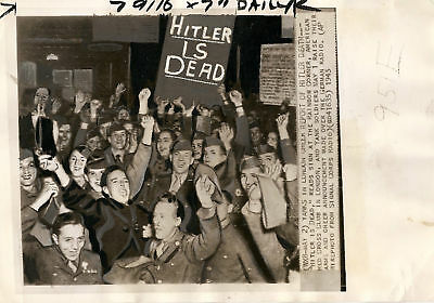 Wwii Rare 8X10 Allied Soldiers Celebrate May 2 1944 Wow