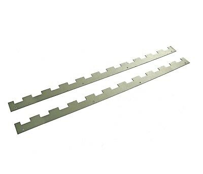 4 Castellated frame spacers (2 pairs) holding 11 frames