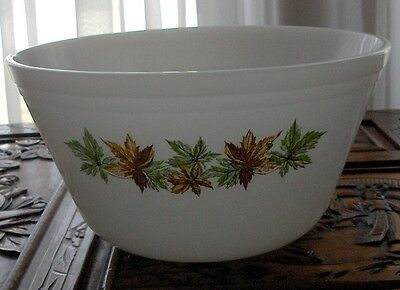 FEDERAL MAPLE LEAF LARGE BOWL 40'S- 60'S MILK GLASS WARE vintage great condition