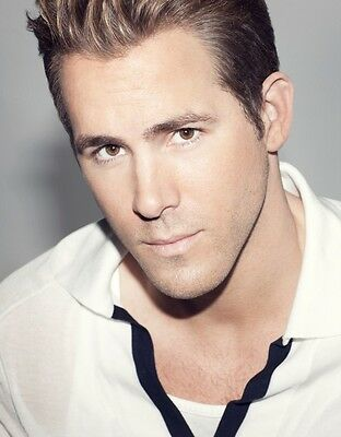Ryan Reynolds 8X10 Photo Hot and Sexy Male Actor #02