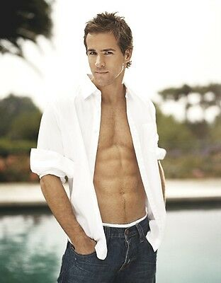 Ryan Reynolds 8X10 Photo Hot and Sexy Male Actor #04
