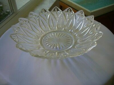 "Federal Glass - Petal Pattern 10"" Fruit Bowl"