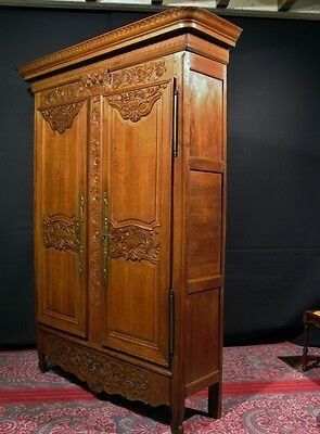 armoire ancienne en pin. Black Bedroom Furniture Sets. Home Design Ideas