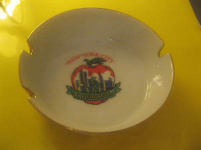 New York City The Big Apple World Trade Center Twin Towers Statue 1980's Ashtray