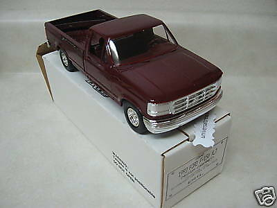 1993 Ford F-150 XLT truck promo model AMT ERTL red limited production FOMOCO