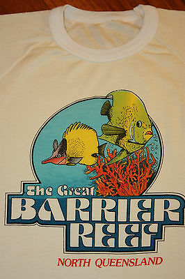 M * soft vtg 80s GREAT BARRIER REEF North Queensland Australia raglan t shirt
