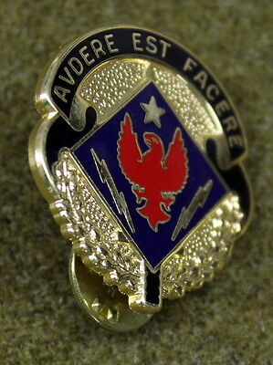 15191- US Special Troops Battalion Insignia DI Crest Pin Medal Badge Military