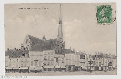 """CPA """" PITHIVIERS - Place du Martroi"""