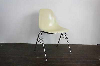 EAMES DSS CHAIR HERMAN MILLER STACKING BASE 50s 60s PARCHMENT (OFF WHITE)