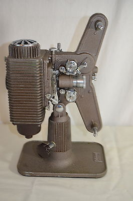Vintage Revere 8 MM Movie Projector w/case