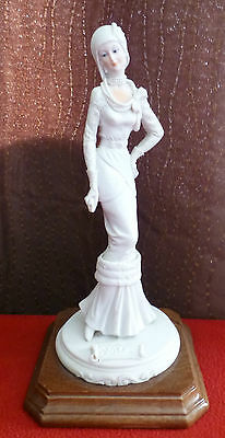 A BELCARI - Art Deco Lady Figurine on wooden base - Italy
