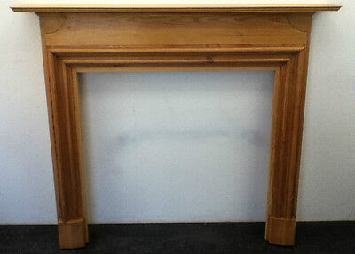 Antique Style Pine Wooden Hand Carved Fireplace Surround Mantelpiece (BC324)