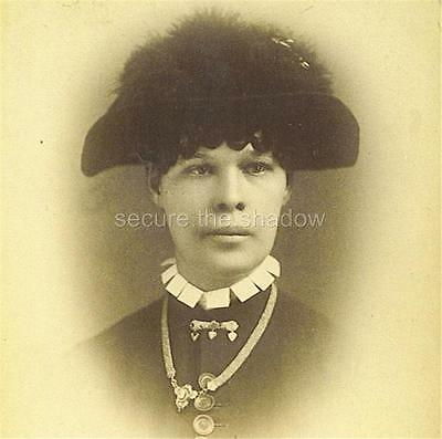 CABINET CARD PHOTO: Black AFRICAN AMERICAN WOMAN in FASHIONABLE HAT & JEWELRY
