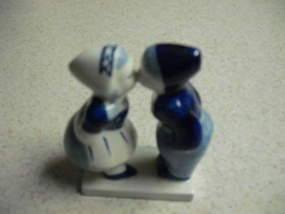 Delft Blue Kissing Dutch couple hand painted and Serialized