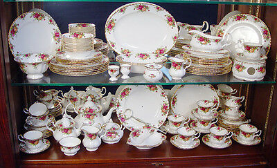 BEAUTIFUL ROYAL ALBERT ' OLD COUNTRY ROSES ' TABLEWARE - 1st QUALITY