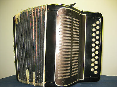 VINTAGE ITALIAN ACCORDIAN  MADE IN ITALY WITH CASE