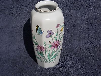 VASE CHINESE STYLE WITH BUTTERFLY AND FLOWERS BEAUTIFUL COLORS