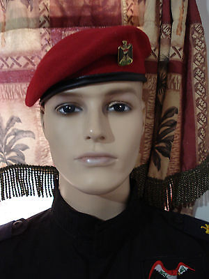 IRAQI MILITARY POLICE  BERET WITH COLOR EAGLE PIN BADGE.