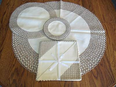 Vtg MADEIRA Ponto Greca 25 Pc Set Placemats, Coasters, Tablecloth & Napkins PN39