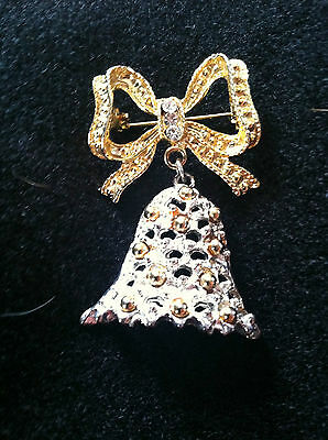 Christmas/holiday pin Gold bow with dangling bell 2 inches tall