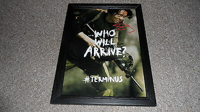 "The Walking Dead : Glen Pp Signed & Framed 12X8"" Photo Poster Steven Yeun"
