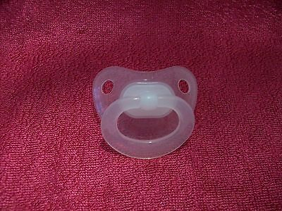 Nuk  Clear  Magnetic  Dummy   4 / Doll