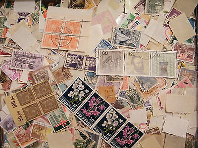 100 DIFFERENT WORLDWIDE STAMPS PACKET LOT