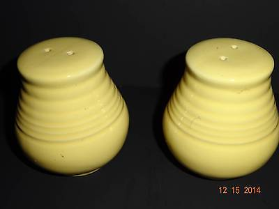 pre-owned EUC unbranded Two Glass Solid Yellow 3 inch Salt and Pepper Shaker Set