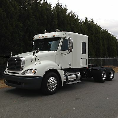 """2006 FREIGHTLINER COLUMBIA 58"""" FLAT TOP DETROIT 14.0L 515HP 10 SPEED AUTO CLEAN!"""