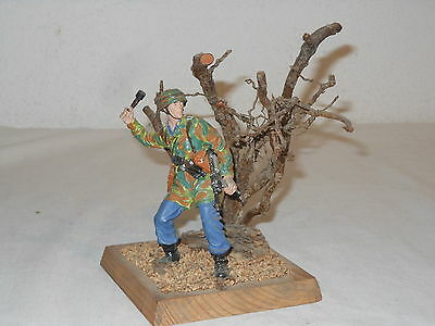 """ DIORAMA "" DEUTSCHER GRENADIER SOLDAT ? - WWII - FIGUR ca. 12 cm JON SMITH"