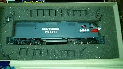 WEAVER SOUTHERN PACIFIC GP38-2. MINT IN BOX, 3 RAIL