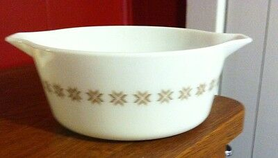 VINTAGE PYREX-TOWN AND COUNTRY PATTERN-2 1/2 QUART CASSEROLE EXCELLENT COND