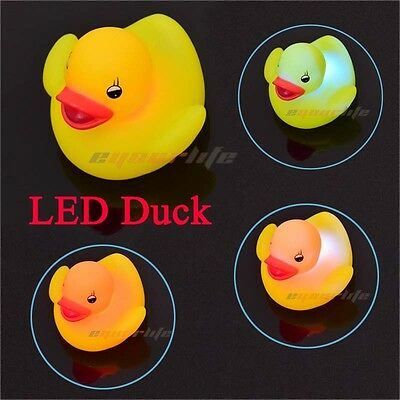 Popular 1X LED Duck Light Lamp Flashing Lovely Baby Kids Bath Toy Colorful Z1