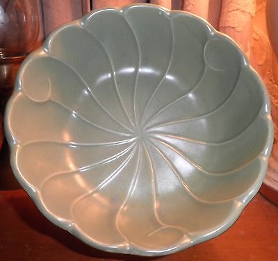Regal Hull USA Celery Green Pottery Bowl 315~ Excellent Condition!