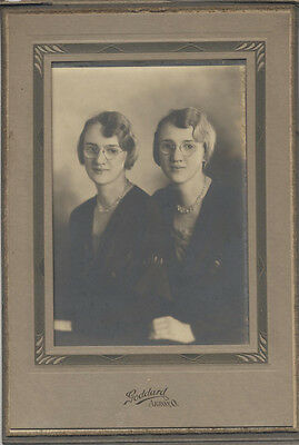 Original Portrait Of Two Beautiful Young Twin Sisters W/ Glasses - Akron, Oh