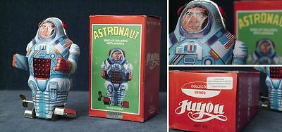 TinToy - Astronaut (wind-up walking with sparks); mit Orginalkarton; China