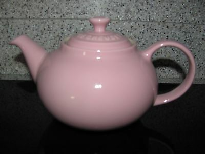 Le Creuset Satin Pink Teapot 23 oz (0.7L)  Brand New w/o box Beautiful