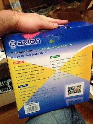 Axion AXN-9701 7-Inch LCD Digital Picture Frame