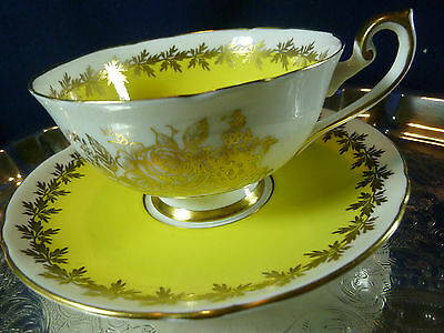 SHELLEY BOSTON TEA CUP AND SAUCER YELLOW GOLD ROSES & FOLIAGE TRIM c1940-66