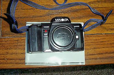 MINOLTA MAXXUM 7000 CAMERA WITH LENS COVER AND OWNERS MANUAL BARE CAMERA USED