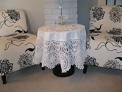 VINTAGE WHITE SMALL ROUND TABLECLOTH WITH BEAUTIFUL TRIM