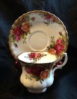 Vintage Royal Albert OLD COUNTRY ROSES Bone China England Teacup/Saucer Set