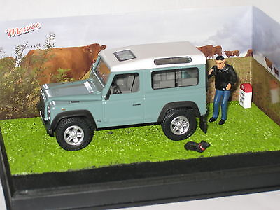CODE 3 Diorama Land Rover  SWB Defender in Green The Farmer 1/43rd Scale